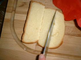 couper les tartines de brioche en carrés( toaster les tartines selon gout )