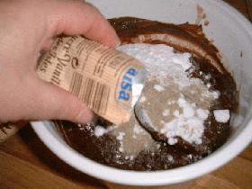 puis le sucre vanillé et mélanger