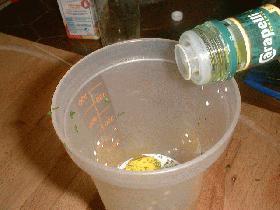Dans un shaker, mettre le yaourt et l'huile d'olive