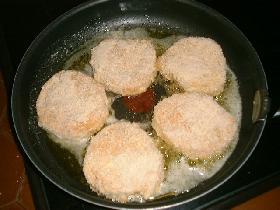 dans une poêle, chauffer un mélange d'huile et de beurre </p> <p>faire dorer
