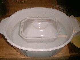 fermer la terrine et faire cuire au bain marie pendant 30 min environ au four préchauffé à 200°C