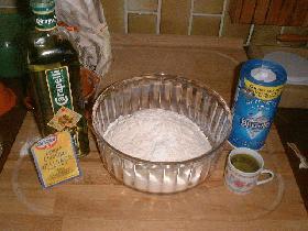 Mélanger tous les ingrédients dans un saladier afin d'obtenir une pâte homogène