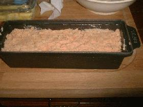 et cuire au bain-marie pendant 1 heure à 200°C. servir froid avec une sauce aux herbes