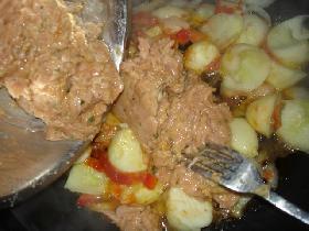 incorporer le hachis et mélanger <p>assaisonner de sel et poivre selon goût