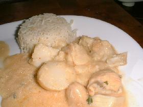 après quelques minutes, le navarin peut être servi, accompagné d'une timbale de riz basmati