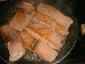 """Couper le filet en 4 parts égales et le faire cuire à la poêle (couvrir pour garder le moelleux ) <br />puis réserver au chaud.""""> <p class="""
