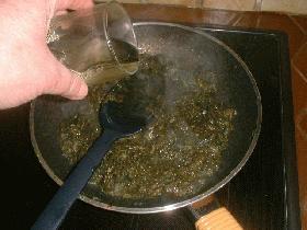 verser ensuite le vin et faire réduire à feu vif