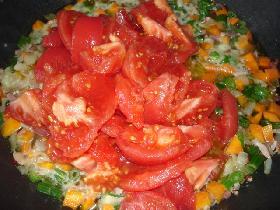 ajouter les tomates pelées ( ici tomates fraiches )
