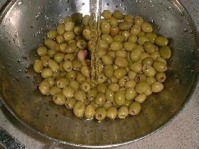 rincer les olives et laisser égoutter