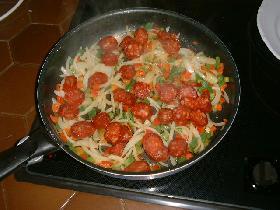 ajouter les poivrons et le chorizo et mélanger