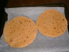 disposer les tortillas sur la plaque du four recouverte de papier cuisson